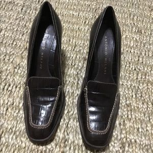 "EUC Brown leather Antonio Melani pump with 3"" heel"